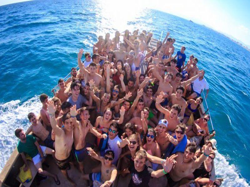 Fiesta en Barco - Inicio Actividad - Martes y Jueves 2.30pm - Viernes y Sábados 6pm